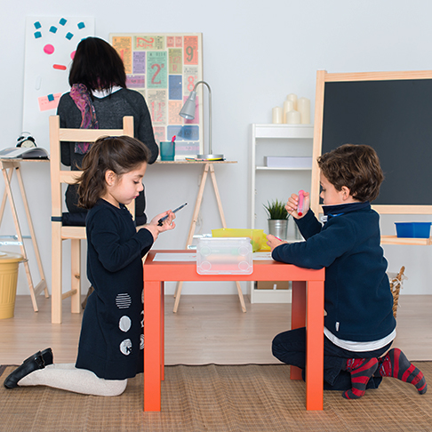 belkin-educaiton-kids-playing-photo-environment-view-us