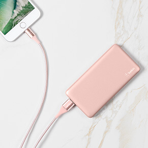Batterie externe or rose et câble USB